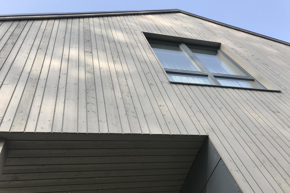 Ģimenes dzīvojamās privātmājas koka apdares fragments Teeja arhitekti projektam